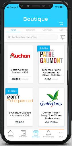Mock up de l'application de Comitéo pour les CSE. On voit la boutique Avantages avec des remises sur des offres comme Auchan, Center Parcs, Pathé Gaumont et Amazon.
